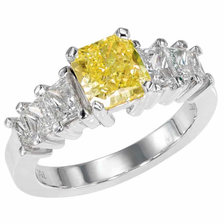 Lionel Meylan Créations - Bague sertie d'un diamant Fancy Yellow