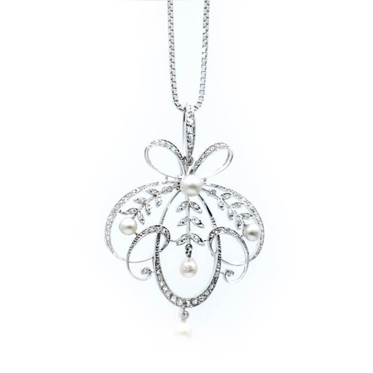 Bijoux Vintage - Chaine avec un pendentif Vintage