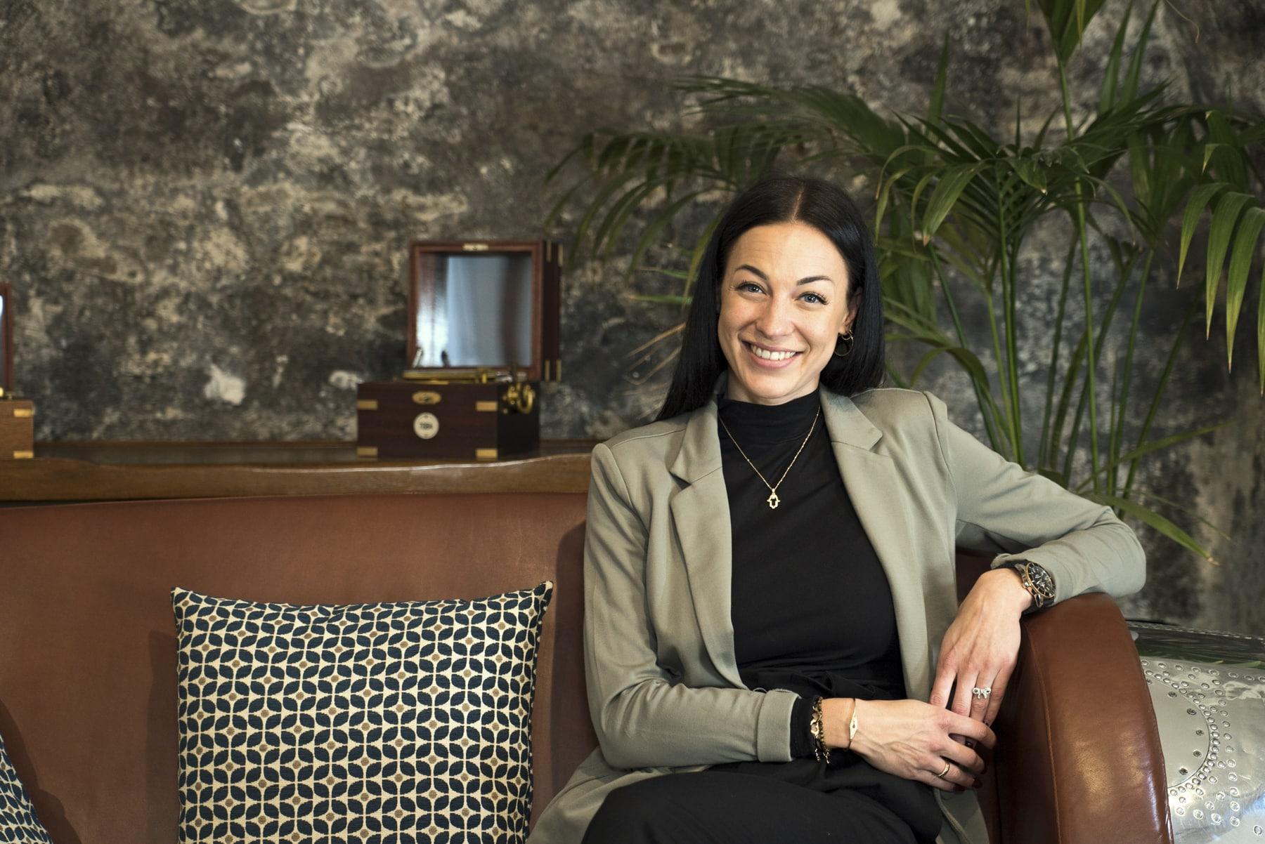 Sophie Gillet, Conseillère de vente