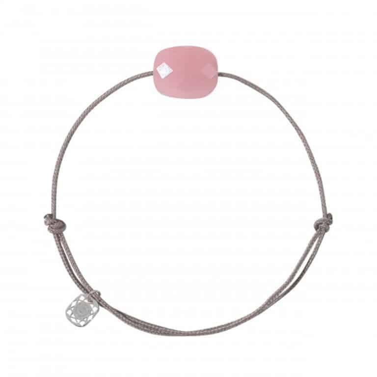 Morganne Bello - Friandise Oversize, bracelet cordon taupe avec un quartz guava en forme de coussin