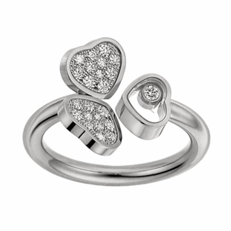 Chopard - Happy hearts bague en or blanc motif deux cœurs serties de 22 diamants et un cœur avec un diamant mobile