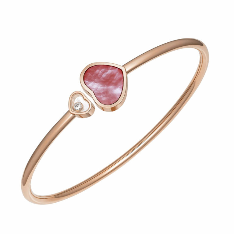 Chopard - Happy Hearts bracelet rigide en or rose avec un cœur en nacre rose et un cœur avec un diamant mobile