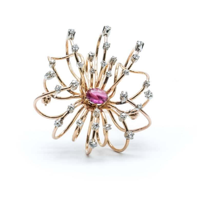 Bijoux Vintage - Vintage broche en or rose à motif floral serti d'un rubis