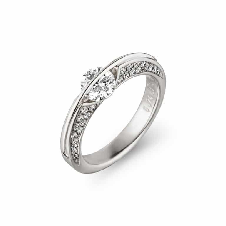 Schaffrath - Solitaire en or blanc 750 et platine 800 corps de bague sertie de 48 diamants et serti d'un diamant libre et deux diamants