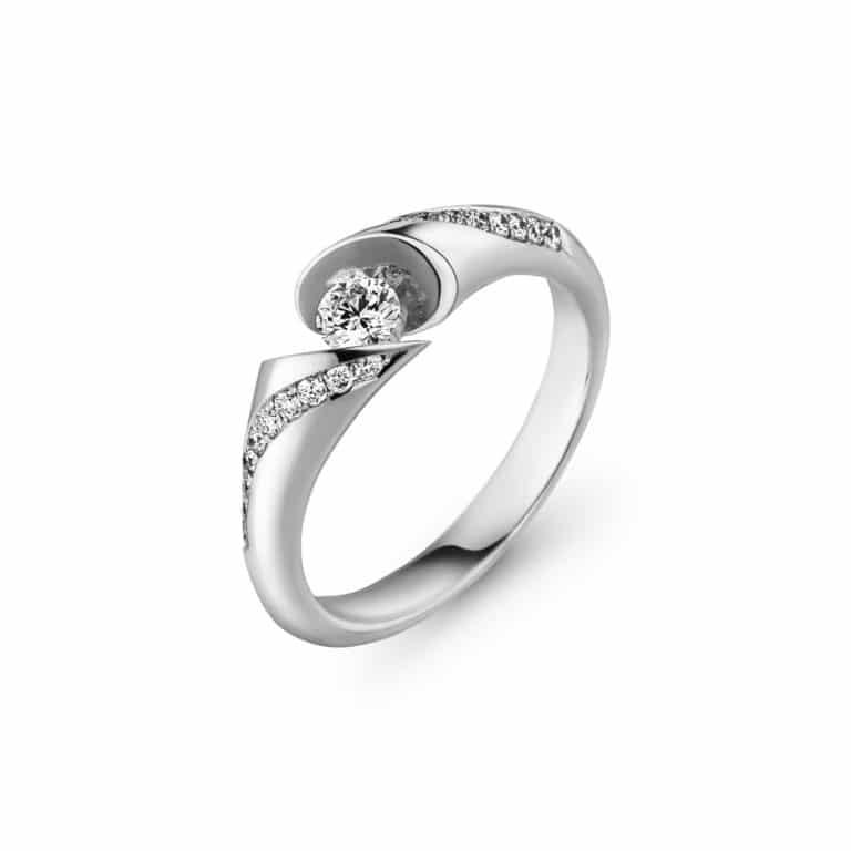 Schaffrath - Calla solitaire en or blanc et palladium serti d'un diamant et vingt diamants sur le corps de bague